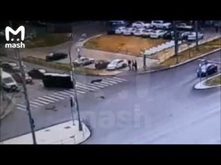 В Москве на Щёлковском шоссе Лексус проскочил на красный и опрокинул скорую помощь, едущую на вызов