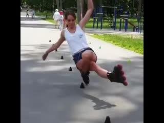 Василиса Маслова — чемпионка мира по фристайл- слалому на роликовых коньках из города Гродно, Беларусь.