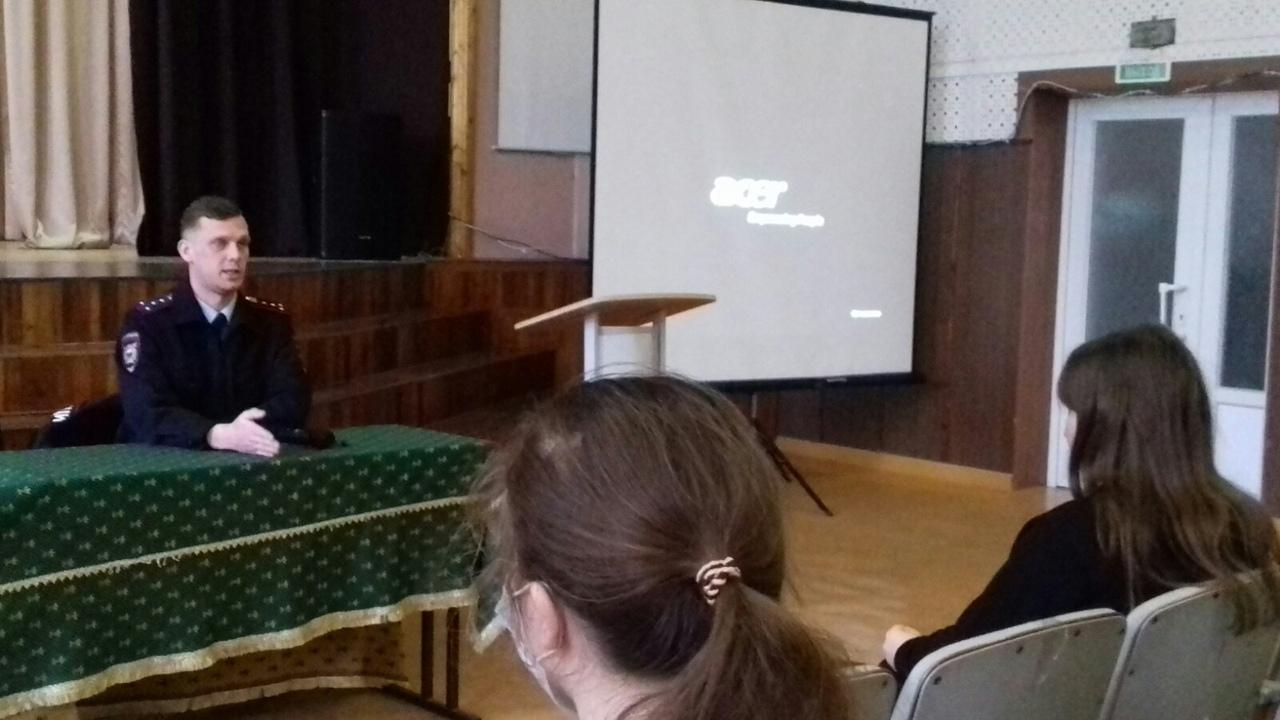 встреча студентов с оперуполномоченным УНК УМВД России