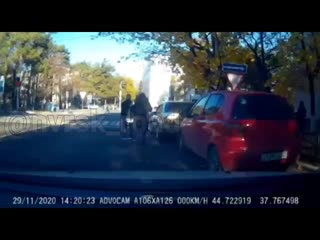 момент ДТП проезд от Советов к рынку, сбили пешехода.