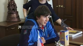 Глава округа Максим Пекарский поздравил сноубордиста Ярослава Степанко