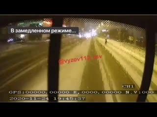 Момент смертельного наезда автобуса на 23-летнюю девушку в Казани