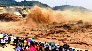 Moment the dam collapse in China caught on camera and 2 more dams are about to collapse