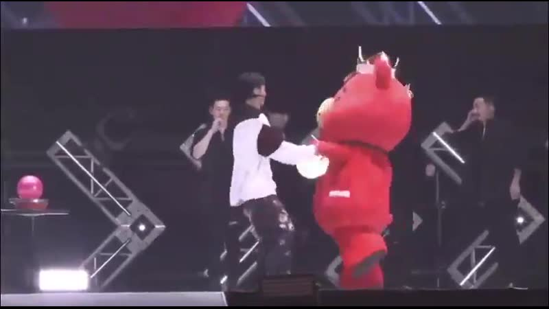 TB-chan represent what we all want to do when we meet Yunho