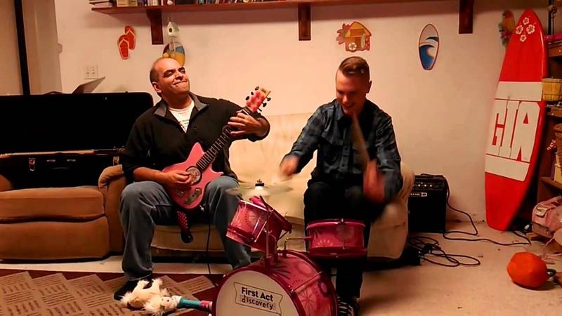 Отец и сын сели на за инструменты подаренные дочери