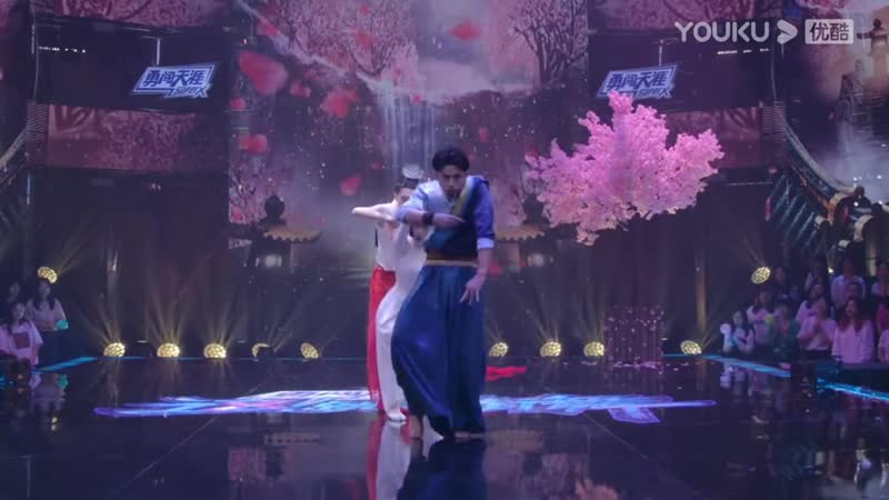 Смеющаяся гордость рек и озер 《笑傲江湖》Танец команды капитана Уоллеса Чуна