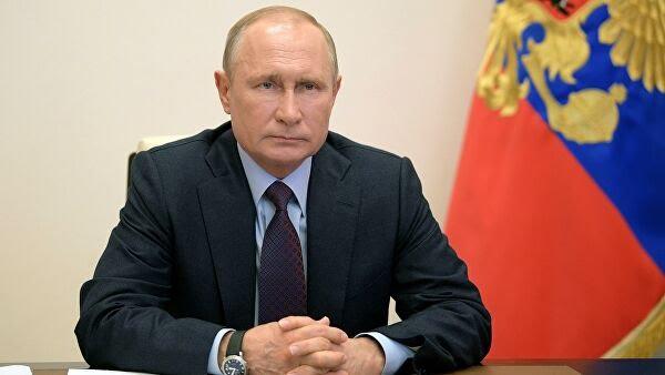 Президент России продлил порядок начисления выплат на детей
