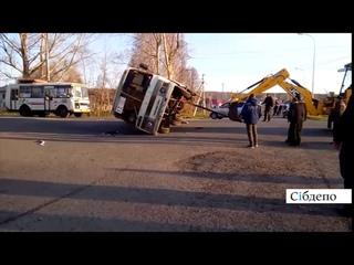 Немного приуныл: в Кемерове автобус упал на бок после «встречи» с Mercedes (видео)