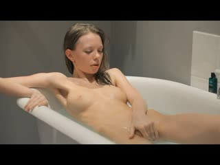[SkinnySuperGirl] Gloria - Getting Wet Inside and Outside