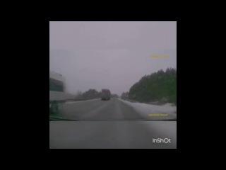 Водитель фуры при обгоне на М-5 пошел в лобовую на легковушку
