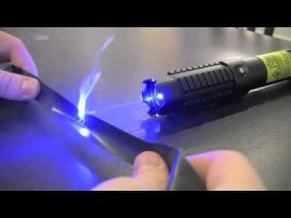 Лазерная указка  Очень Мощная, поджигает спички!