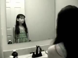 Отражение Девочки В Зеркале (Страшное Видео 18+)