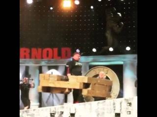 Жидрунас Савицкас ( Литва ),  колодец - 500 кг и восьмая ПОБЕДА на Арнольде!!!