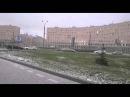 Петербуржцы спасаются от апрельского града, оставляющего вмятины на машинах