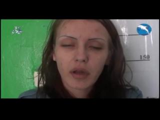 Девушка под наркотиком в отделении милиции