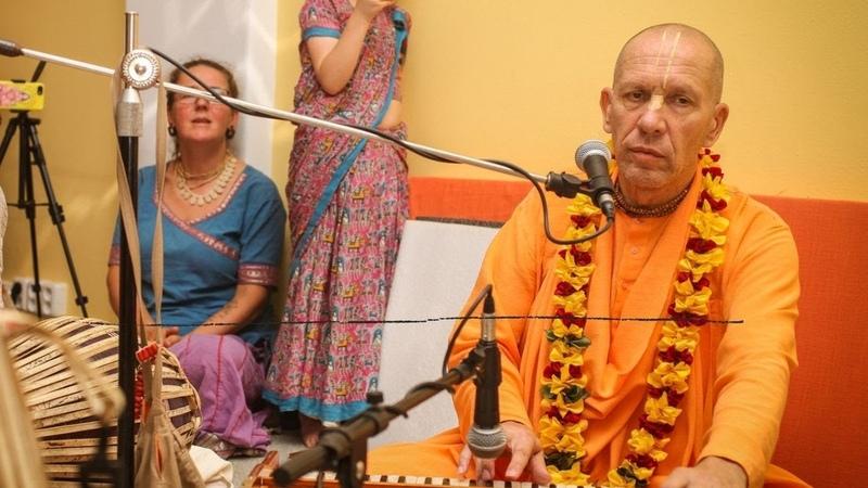 HH Bhaktivaibhava Swami Glories of sound oṁkāra