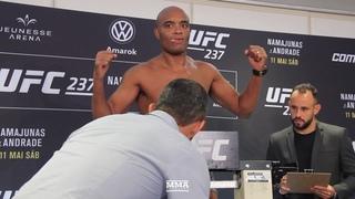 Официальное взвешивание Андерсон Сильва и Джареда Каннонира перед UFC 237