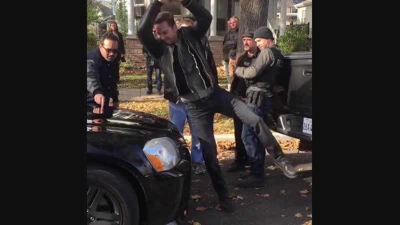 Холстед на съёмках Полиции Чикаго ломает машину