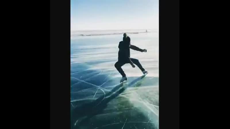 Аделина Сотникова показала мастер класс на льду Байкала