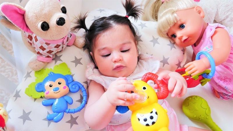 Gül Defneye diş kaşıyıcılarını ve müzikli fil veriyor! Ayşe ile bebek bakma oyunu