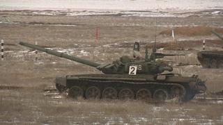 Женские экипажи впервые вышли на танковый биатлон