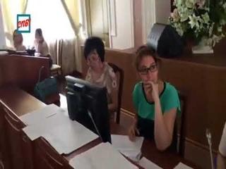 Это чиновницы из администрации Петербурга штампуют подписи за губернатора Беглова по ворованными баз