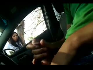 Парень спросил у девушки как проехать к нужному месту при этом мастурбируя