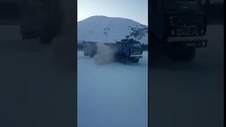 КамАЗ-43118 прёт по зимнику. Якутия