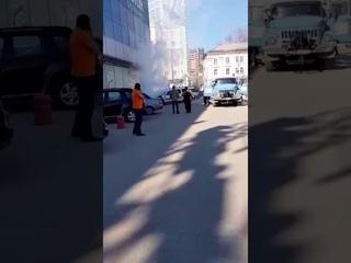 Возгорание авто у ТЦ Лазурный
