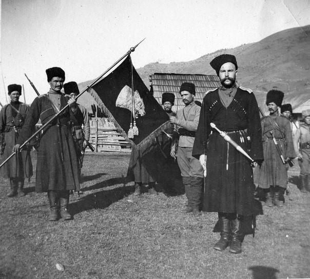 Кубанские казаки Кубанское казачество было образовано переселившимися на правый берег Кубани «верными Запорожцами». Земли эти были им пожалованы императрицей Екатериной II по ходатайству