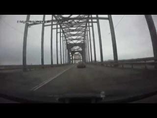 Опасный обгон через двойную сплошную на мосту