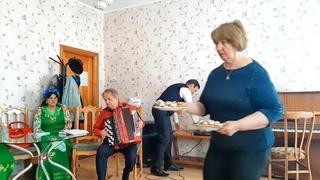 Праздничная встреча участников клуба Надежда посвящённая дню смеха Пятигорск ГДК №1 05 04 2021