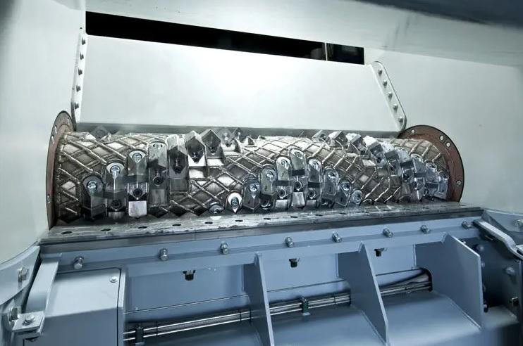 Шредер LINDNER MICROMAT переработка газеты, изображение №7