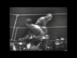 Первый чемпионский бой легендарного Рокки Марчиано (vs Уолкотт, 1952г)
