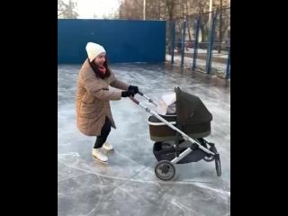 Ксюша Монько и её партнёр в коляске