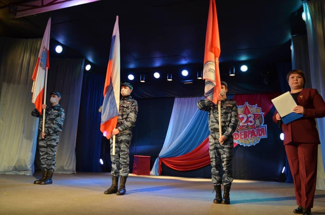 Петровчан поздравили с наступающим Днём защитника Отечества