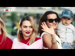 Жители микрорайона Лебяжий сняли теплое видео в бело-красных одеждах.