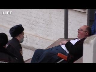 Бориса Шпигеля на носилках госпитализировали из Басманного суда