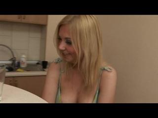 Трахают блондинку по пьяне[Русское семейное частное порно, инцест и домашний секс,анал,пикап,сняли,русскую]