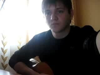Парень исполнил песню для бывшей девушки))))