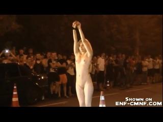 NiP, OON – горячая русская девушка раздевается на уличных гонках