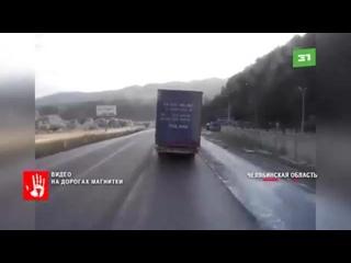 Дальнобойщик, который подставил свою фур...грузовик. (360p).mp4