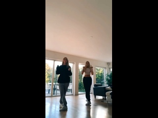 Iza and Elle 1378vid