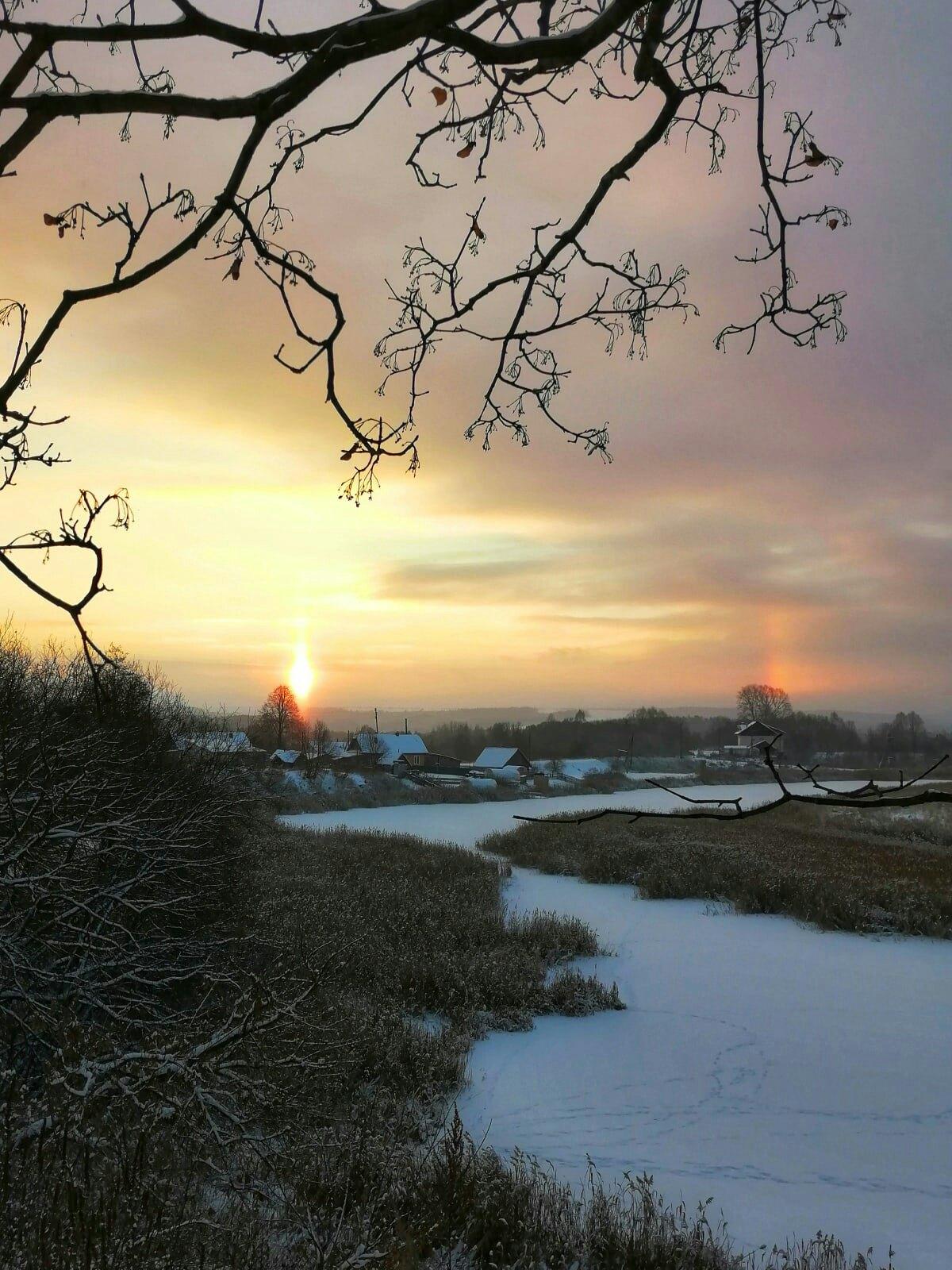 Кусочек солнечного нимба над сонной деревней Перевоз