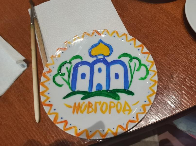 Музейный цех фарфора (образец росписи фарфоровой тарелочки)