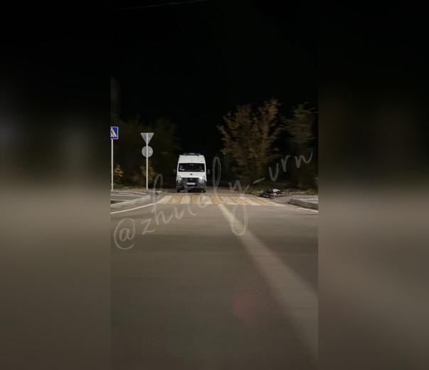 Труп мужчины обнаружили возле остановки «МЧС» в Ши...