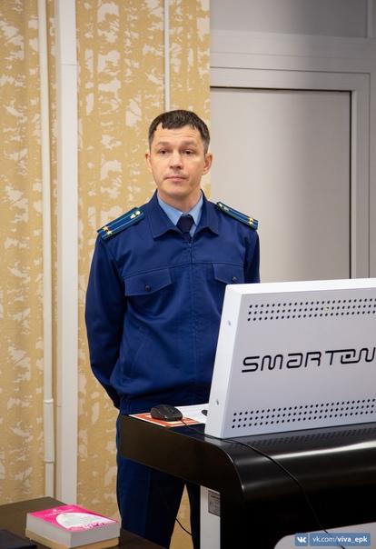 Заместитель Ейского межрайонного прокурора встрети...