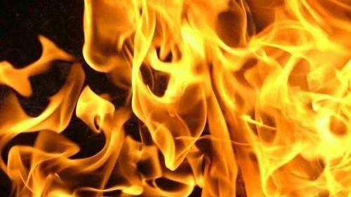 Сегодня ночью в Петровске, в одном из домов на улице Баукова, произошёл пожар