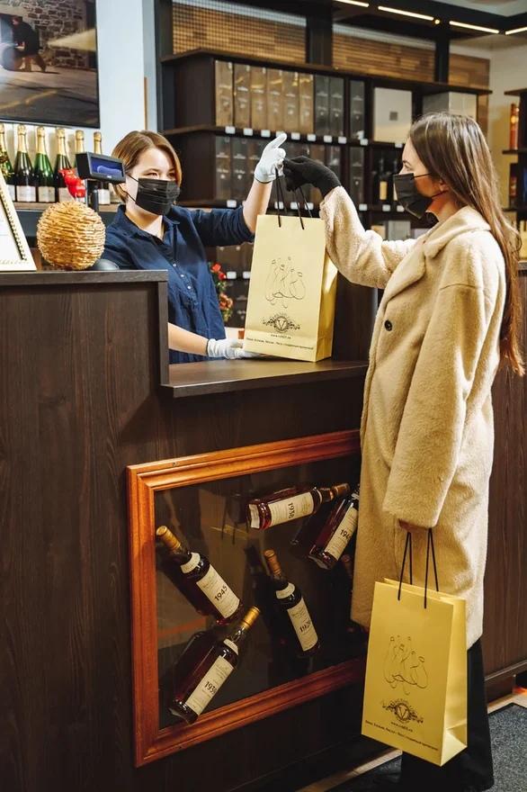 Недалеко от станции метро «Улица 1905 года» открылся алкогольный бутик «Вино Коньяк Виски» от компании Veld-21.
