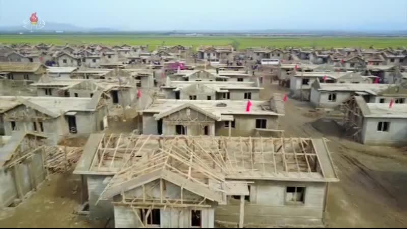 경애하는 최고령도자 김정은동지께서 황해북도 은파군 대청리일대의 피해복구건설현장을 현지지도하시였다